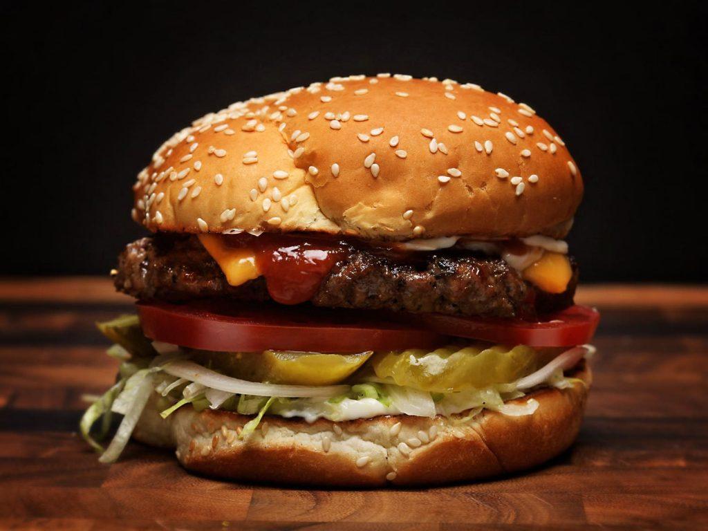 Asal Mula dan Perkembangan Hamburger
